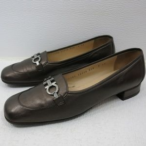 Salvatore Ferragamo Horse Bit Leather Pumps 9 AA